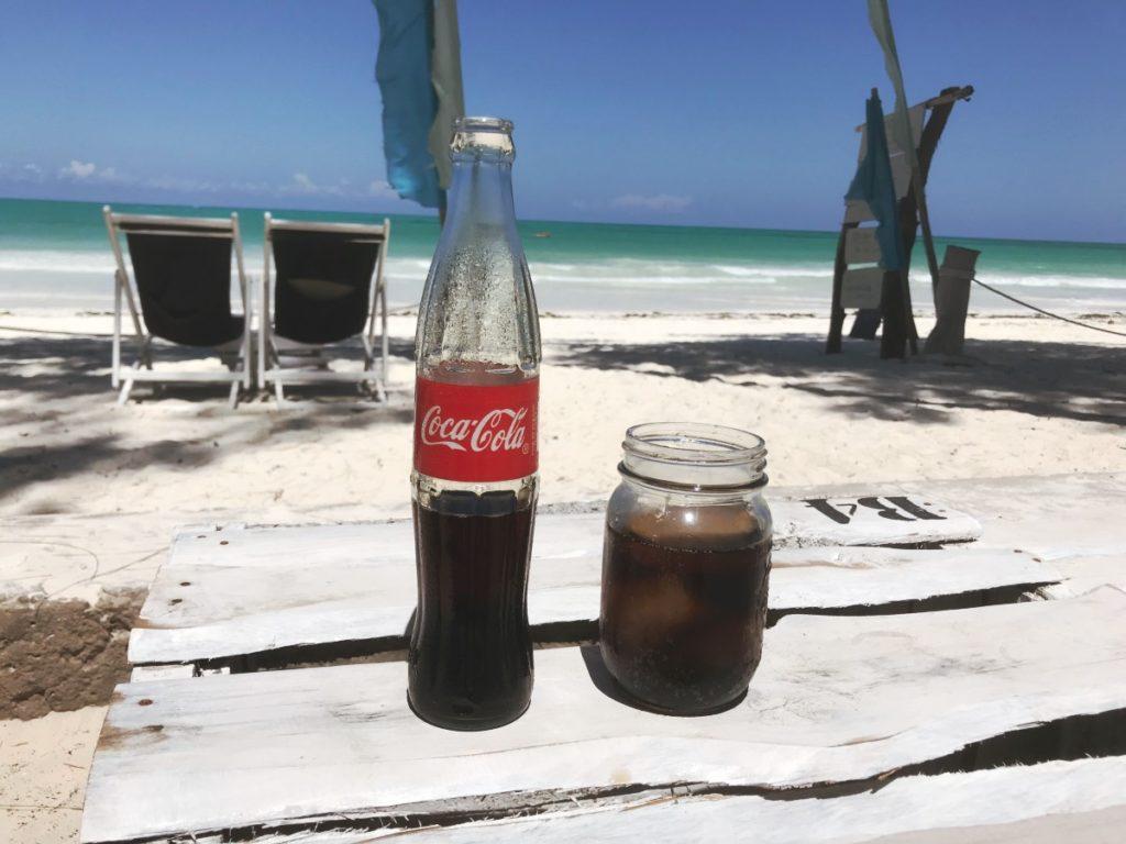 Erfrischung im Urlaub - B4 Beachclub Sansibar